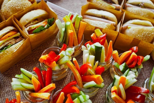 Овощные палочки с хумусом