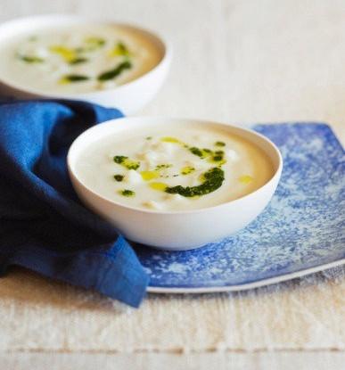 Молочный суп с клецками и цветной капустой