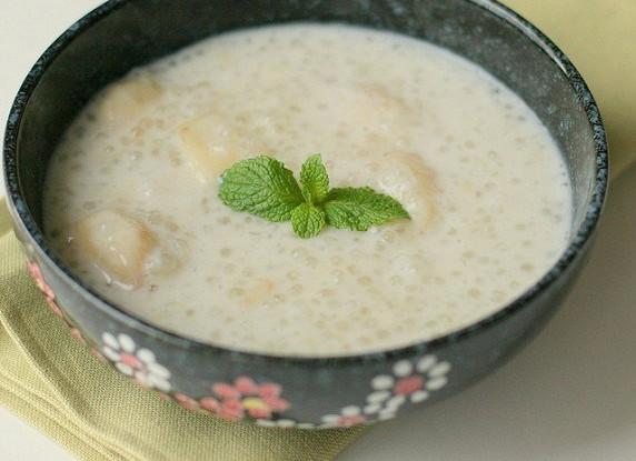 Пудинг из тапиоки с лемонграссом и кокосовым молоком
