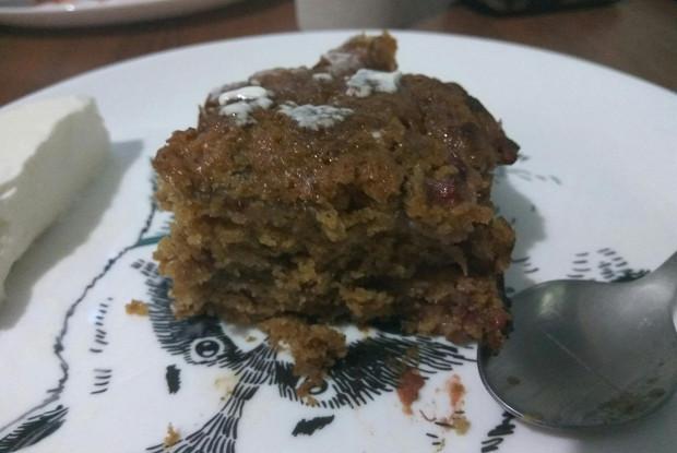 Пирог из ревеня и клубники