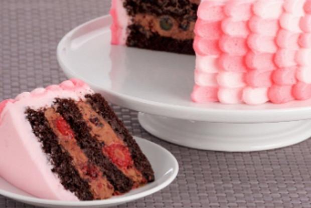 Шоколадно-ягодный торт с итальянским масляным кремом