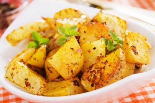 Острые печеные картофельные дольки