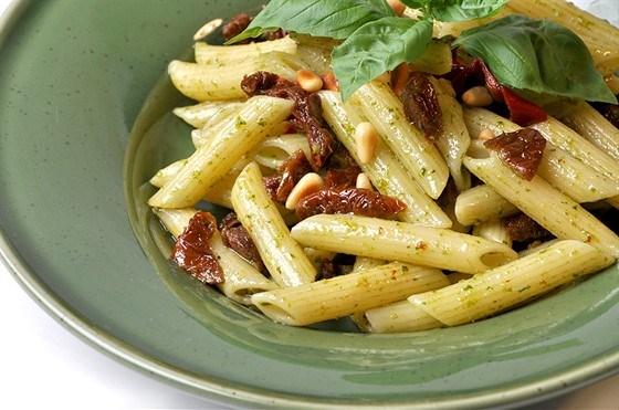 Пенне ригате с сушеными помидорами и кедровыми орехами