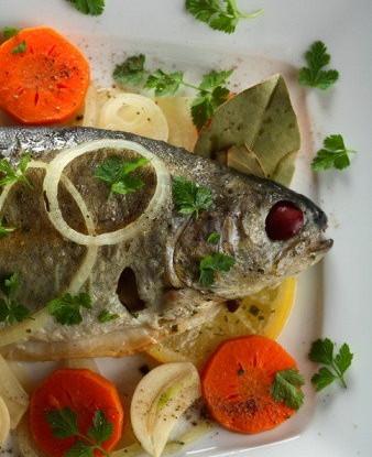 Рыба, приготовленная в винном наваре