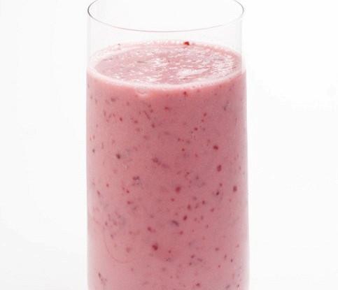 Розовый банановый смузи