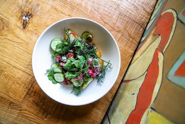 Салат с картошкой и копчеными колбасками