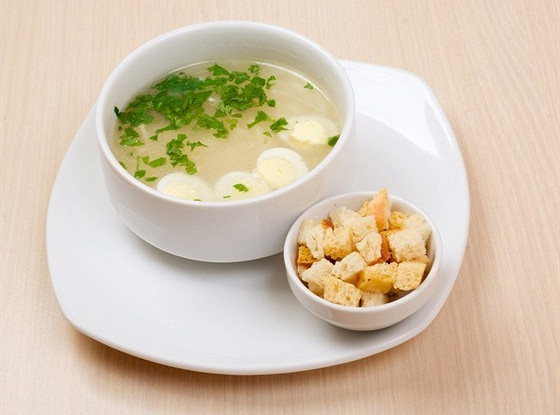 Суп с рисом, яйцом и петрушкой
