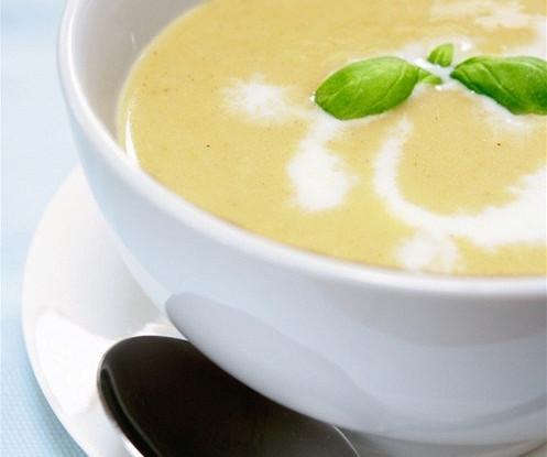 Суп из лука-порея, репчатого лука и картофеля