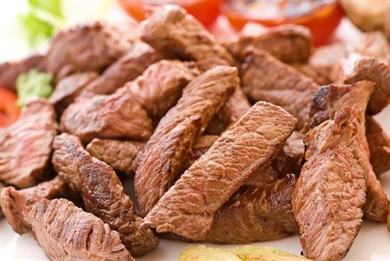 Запеченая говядина с тмином и черным перцем