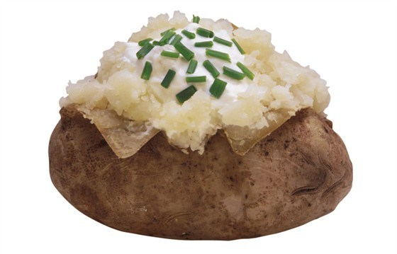 Запеченные половинки картофеля с сыром грюйер и шнитт-луком