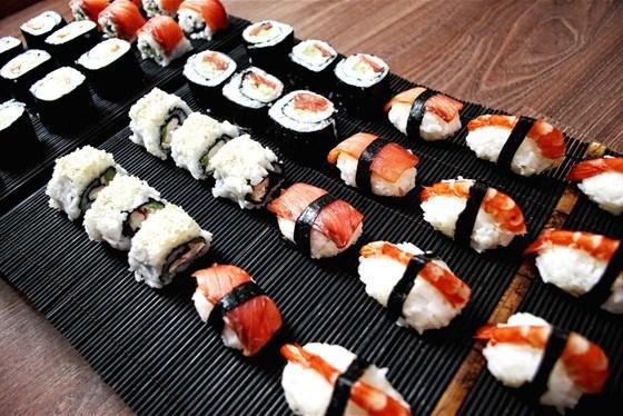 Знакомство с ассортиментом суши и роллов по доступной цене