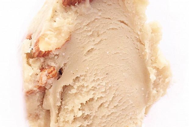 Мороженое с халвой и миндалем