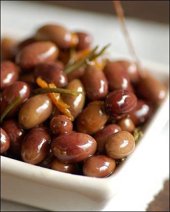Оливки в остром чесночном масле с чили