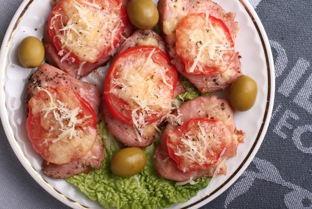 Жареная индейка с помидорами