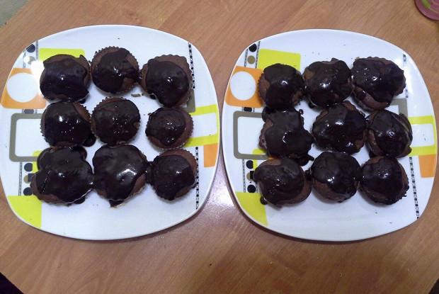Шоколадный кекс с шоколадным соусом