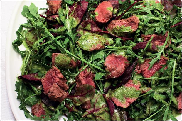 Теплый салат из баранины с рукколой, свекольными листьями и песто из кинзы и мяты