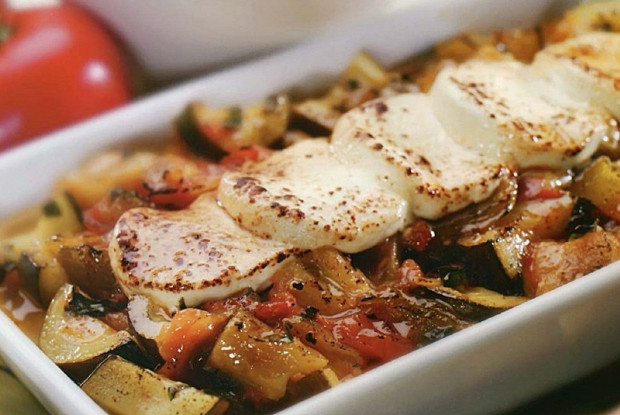 Рататуй из баклажанов, томатов и сыра