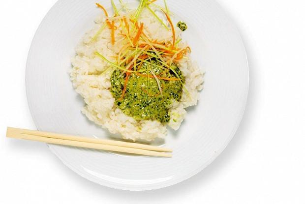 Сладкий рис с песто из кинзы