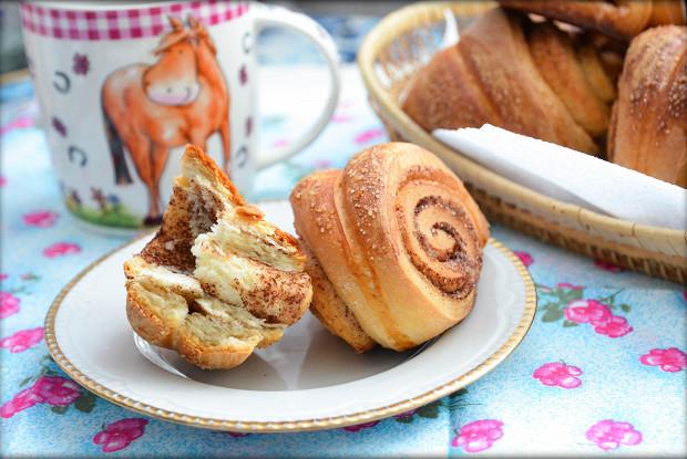 Сладкие булочки с корицей и мускатом